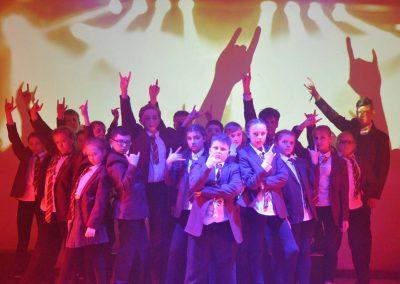 Stagestars perform